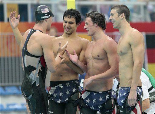 Phelps ya suma cinco oros y va por más