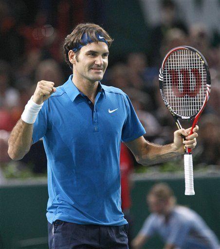 Federer barre con Berdych y avanza a final del Masters de París