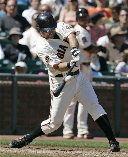 MLB: Gigantes 4, Padres 3; Aurilia da ventaja a Gigantes