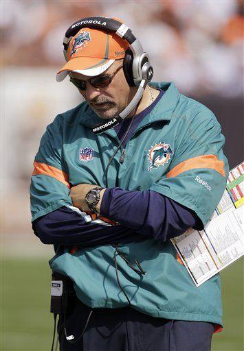 Dolphins cesan al entrenador Tony Sparano