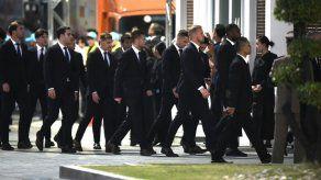 Los jugadores del Leicester viajan a Bangkok para funeral de su presidente