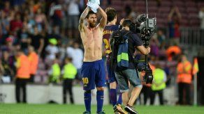 El Barcelona gana 2-0 al Betis en un día de homenajes a víctimas tras atentados