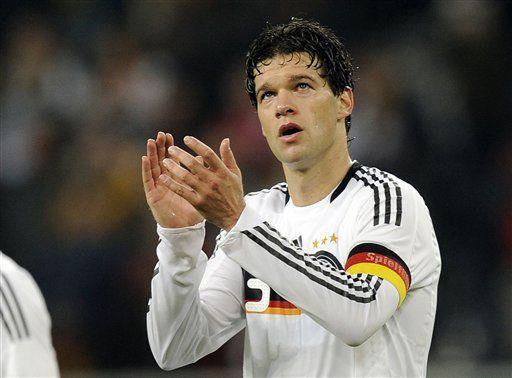 Ballack no volverá a jugar con la selección alemana Germany career over