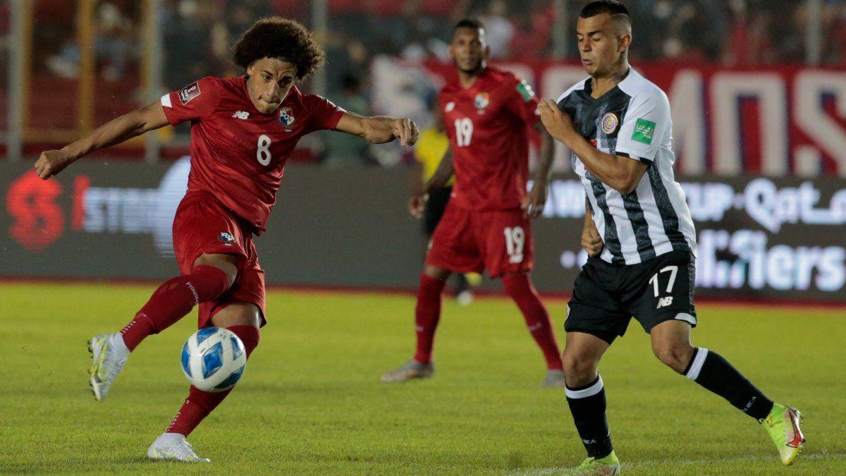 Adalberto Carrasquilla salió tocado del partido ante México