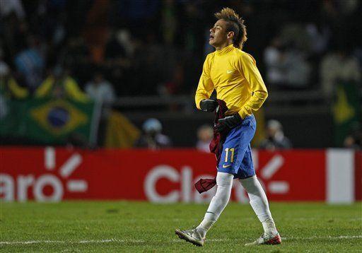 Barsa y Real Madrid hicieron ofertas por Neymar, según agente