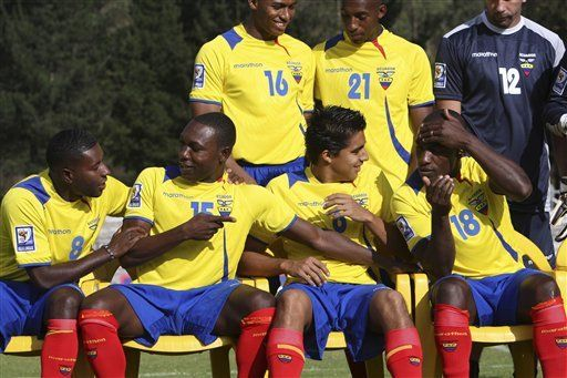 Mundial: Ecuador y Uruguay se juegan la vida