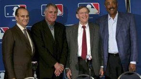 Joe Torre favorece ampliar playoffs