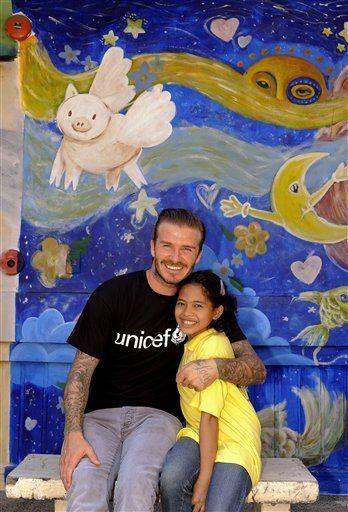 Beckham visita a niños abusados en Manila