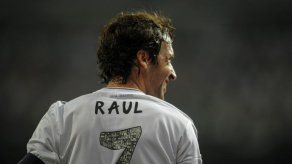 Cosmos de Nueva York con su astro Raúl González jugará en Cuba en abril