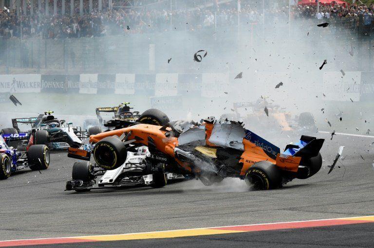 Alonso (McLaren) abandona GP de Bélgica tras choque con Hulkenberg en primera curva