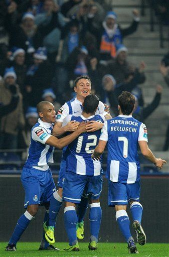 Porto vence a Marítimo 2-0 y sigue puntero con Benfica