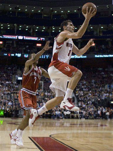 NBA: Raptors 115, Bucks 106; doble-doble de Calderón