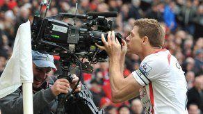 Casi 7.000 millones por los derechos de TV del fútbol inglés en 3 años