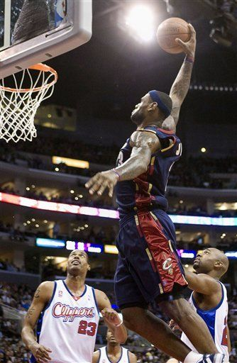 LeBron James saca a Cavaliers de agónico déficit de 19 puntos