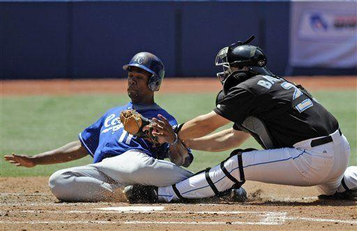 MLB: Azulejos 3, Reales 1; Stewart remolca carrera de la ventaja