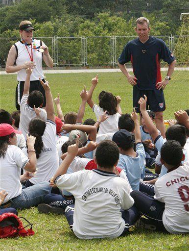 Futbolistas de EEUU ofrecen charlas en El Salvador
