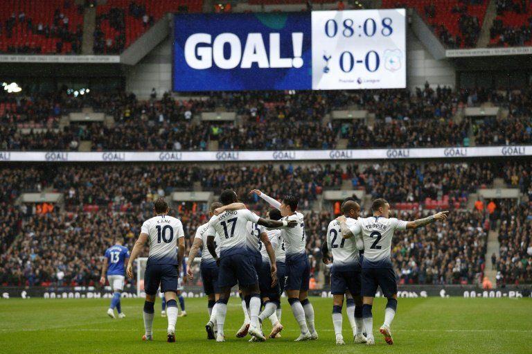 Alexis Sánchez da el triunfo al United y ¿salva la cabeza de Mourinho?