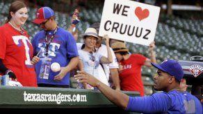 Nelson Cruz de titular con Rangers tras sanción