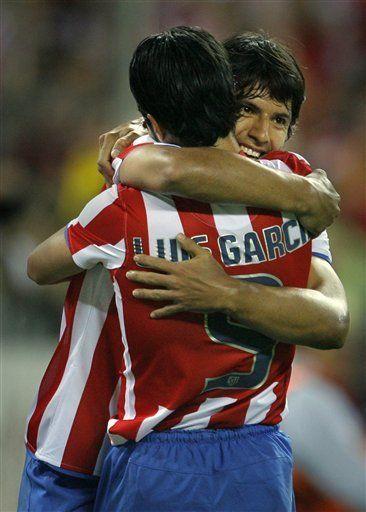 Campeones: Agüero enfila al Atlético a triunfo y a fase de grupos