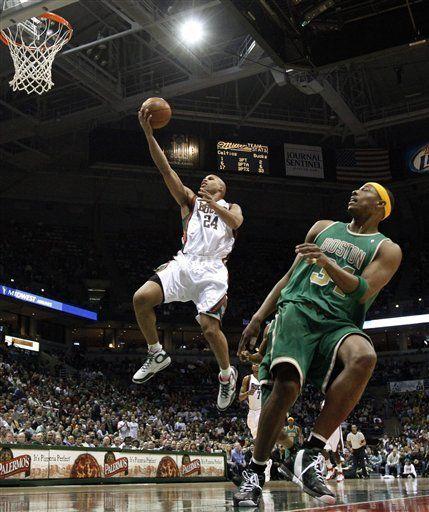 NBA: Bucks 86, Celtics 77; Villanueva anota 19
