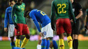Brasil cierra el año con victoria ante Camerún y Neymar lesionado