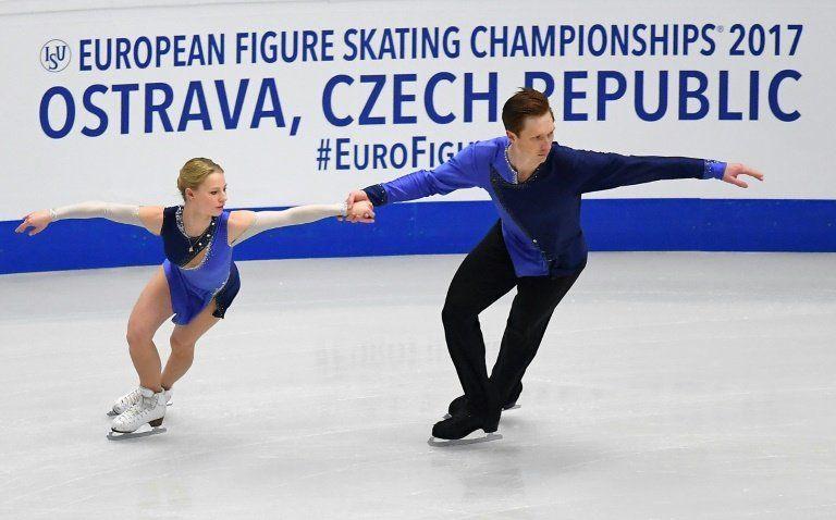 Los rusos Tarasova y Morozov, campeones de Europa de patinaje por parejas