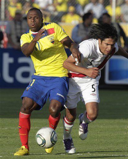 Mundial: Ecuador derrota 2-0 a Perú en un partido cerrado