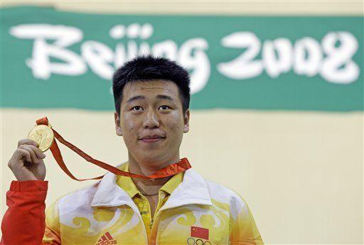 Tiradora checa se lleva el primer oro en Beijing