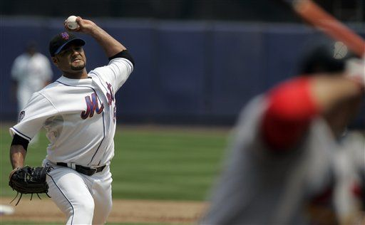Santana da necesario respiro a los Mets con partido completo