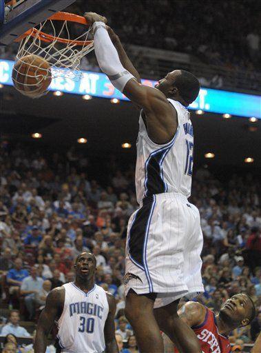 NBA: Magic 120, 76ers 106; doble doble de Howard