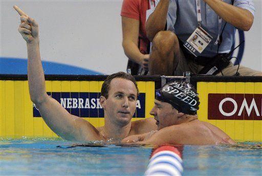 Peirsol vence a Lochte, empata marca mundial de 200 metros espalda