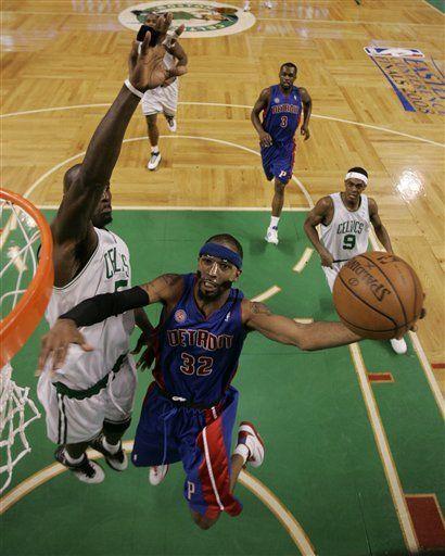 NBA: Pistons 103, Celtics 97; Pistons ganan de visita en Boston