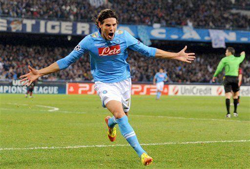 Campeones: Cavani acerca a Napoli a octavos, Man City casi fuera