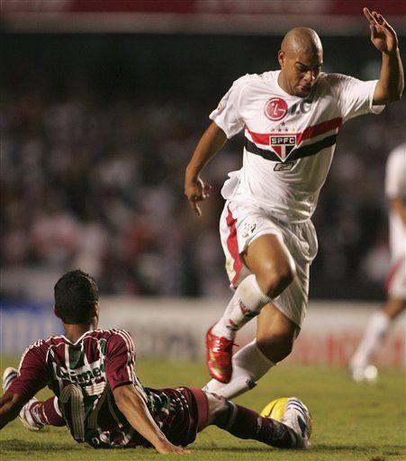 Libertadores: Aplausos para Adriano por triunfo del Sao Paulo