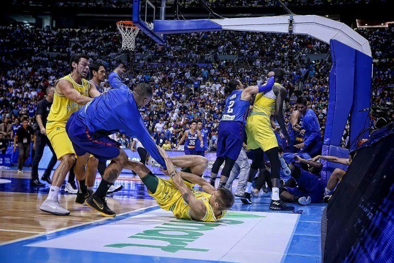Selecciones de Filipinas y Australia de baloncesto se enzarzan en pelea multitudinaria