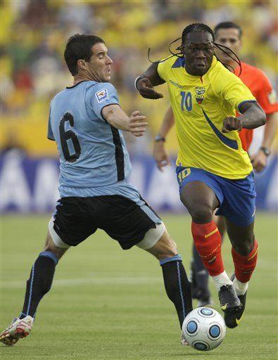 Mundial: Ecuador se queja de antifútbol uruguayo y arbitraje