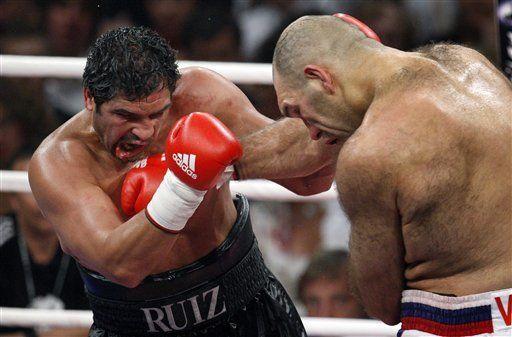 Valuev derrota a Ruiz por decisión dividida