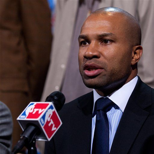 Jugadores se reúnen el lunes para debatir propuesta de la NBA