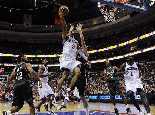NBA: 76ers 99, Bucks 86; Iguodala anota 19 puntos para 76ers