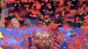 Adriano renueva con el Barsa hasta 2017