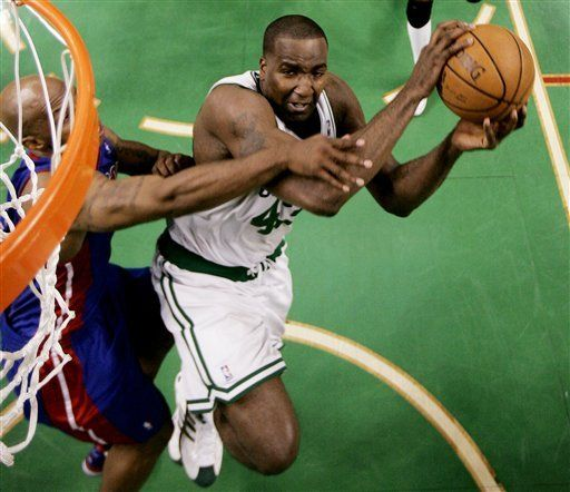 NBA: Celtics 106, Pistons 102; Boston aventaja 3-2