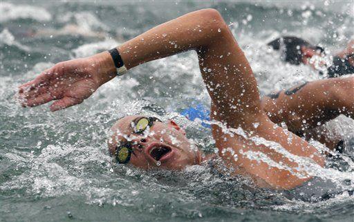 Holandés Van der Weijden se alza con el maratón acuático