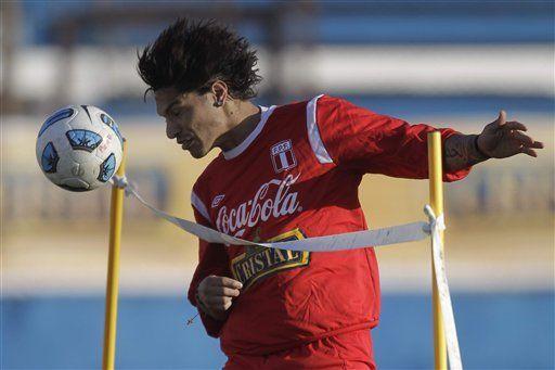 América: Perú busca vencer a México para acercarse a segunda fase