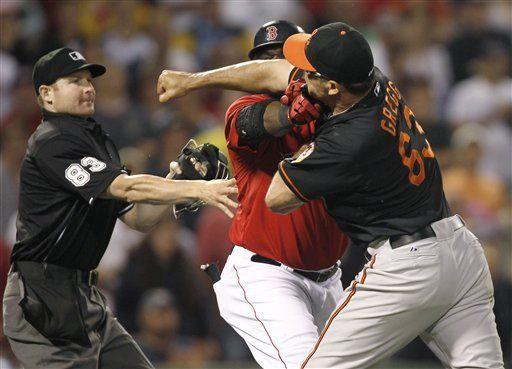 Ortiz y Gregg, suspendidos 4 juegos por riña