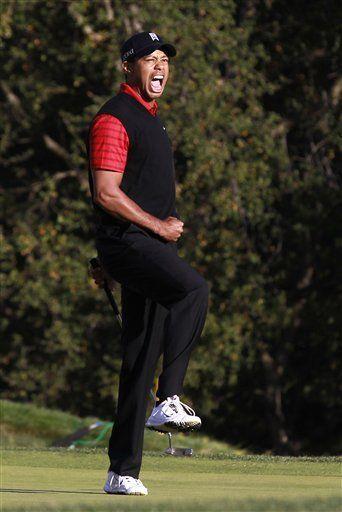 Tiger Woods da fin a dos años de sequía de títulos