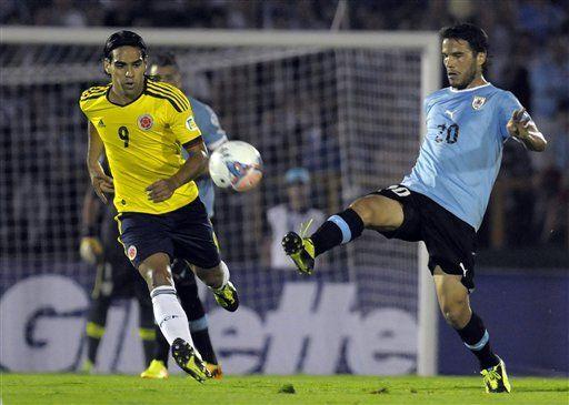 Uruguay vence a Colombia, que se queda esperando