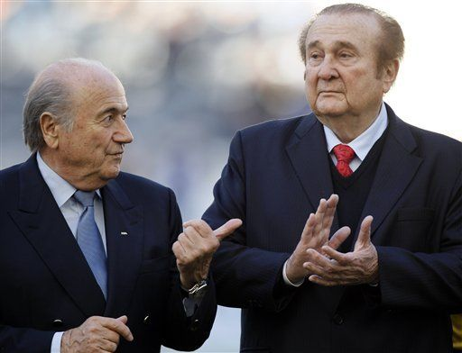 América: Blatter y Leoz son abucheados en estadio