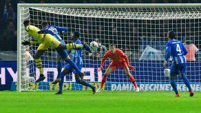 Marco Reus salva al Dortmund y mete presión al Bayern Múnich