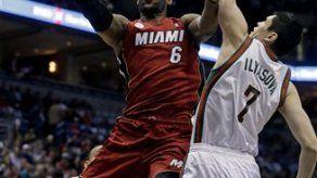 Heat vence a Bucks y domina serie 3-0