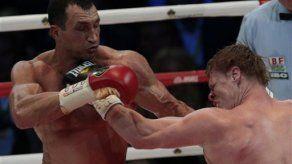Vladimir Klitschko vence a Povetkin y retiene títulos